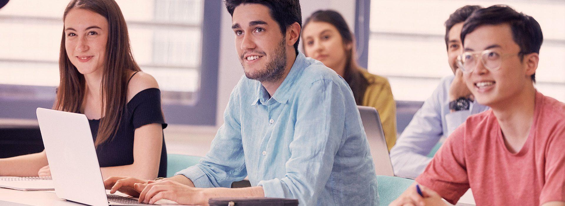 Grado Universitario en comercio