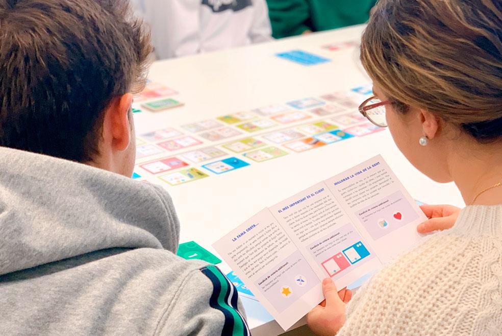 Els-alumnes-d-escodi-aprenen-el-joc-Biznelis