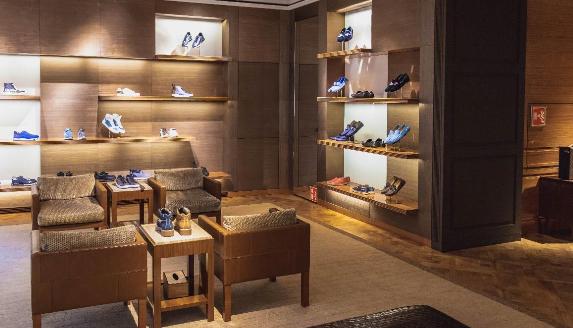 interior comercio offline de calzado